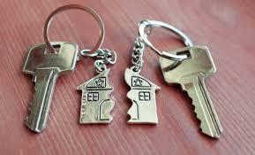 Adjudicación de la vivienda en propiedad a la esposa, en procedimiento de división de cosa común, por tener atribuido el uso por divorcio.